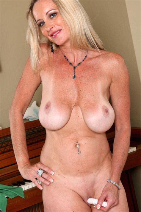 Mature woman photos jpg 800x1200